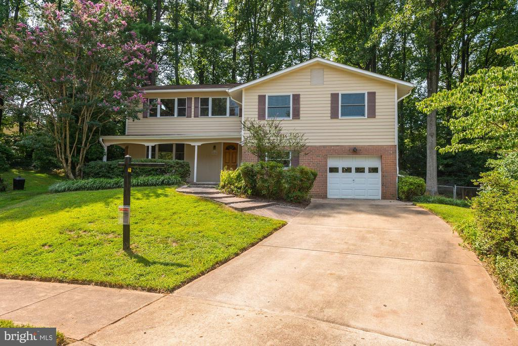Home is Located at the End of a Cul-de-Sac! - 5120 THACKERY CT, FAIRFAX