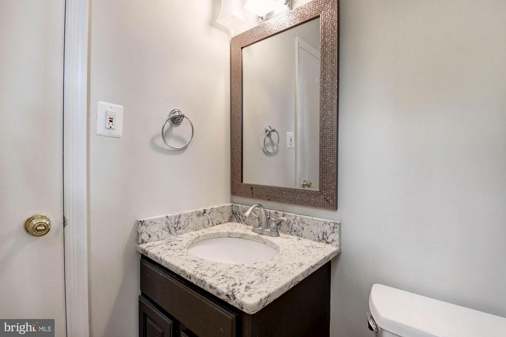 Master Bathroom - Upgraded Mirror & Light Fixture - 5120 THACKERY CT, FAIRFAX