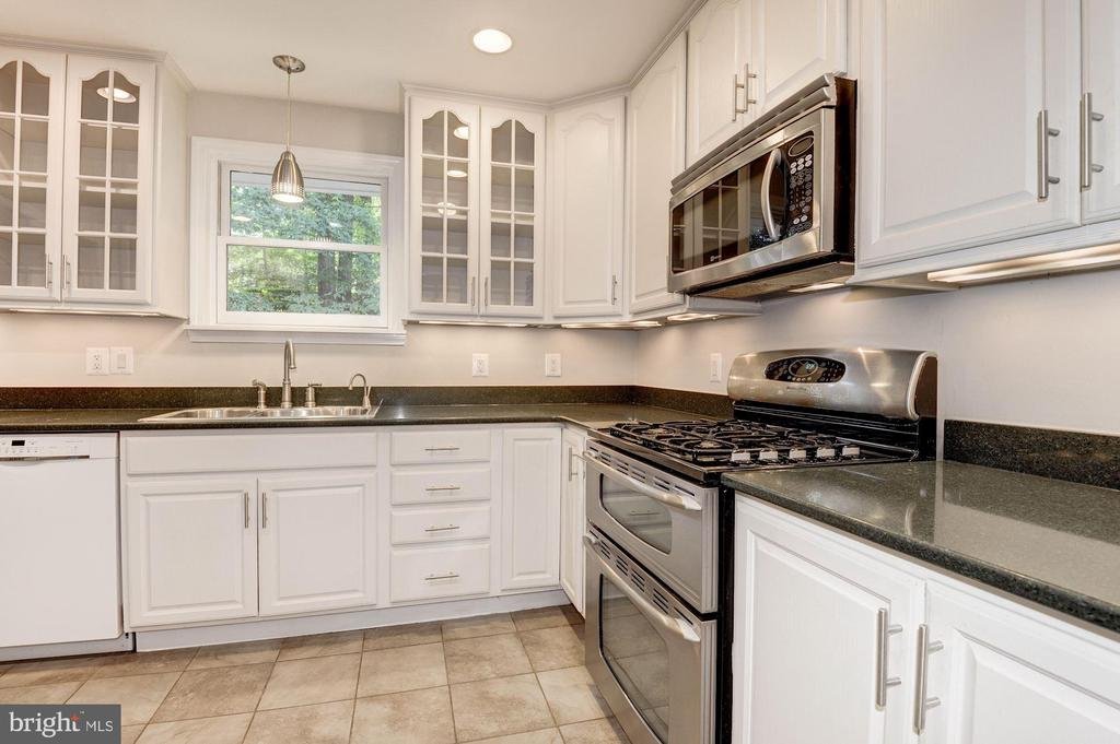Kitchen - Gas Cooking! - 5120 THACKERY CT, FAIRFAX