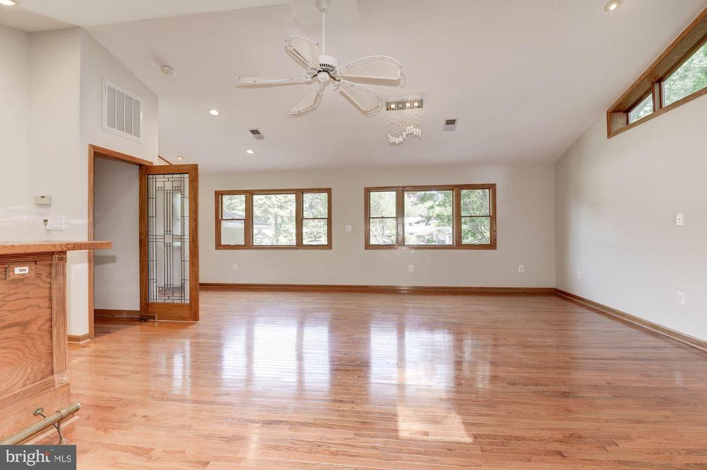 Perfect as 3rd Living Rm, Pool Table Rm, Play Rm! - 5120 THACKERY CT, FAIRFAX