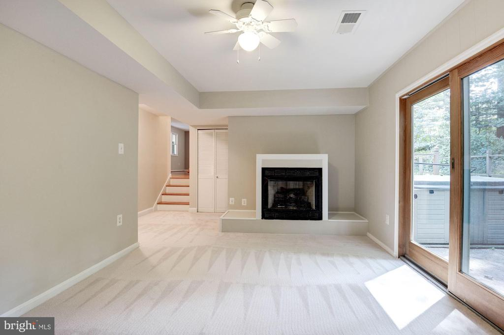 Family Room Features a Cozy Gas Fireplace! - 5120 THACKERY CT, FAIRFAX