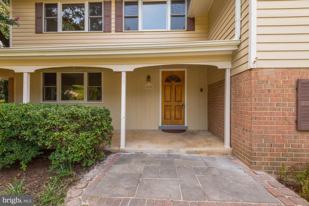 Come on in!  Let's take a peek! - 5120 THACKERY CT, FAIRFAX