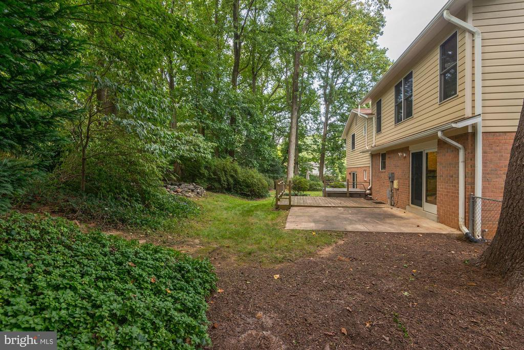A True Back Yard Oasis! - 5120 THACKERY CT, FAIRFAX