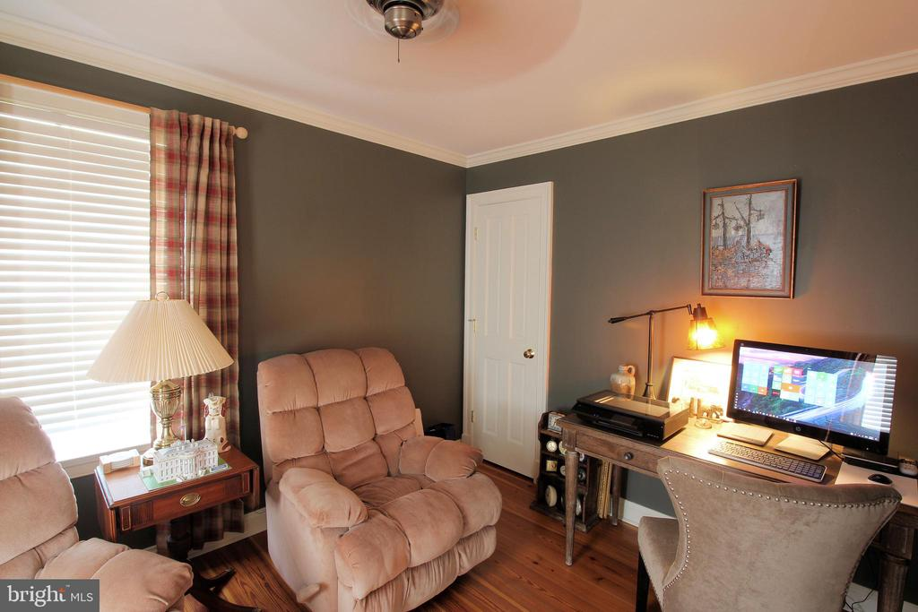 Main Level Office/Bedroom - 1208 SPOTSWOOD DR, LOCUST GROVE