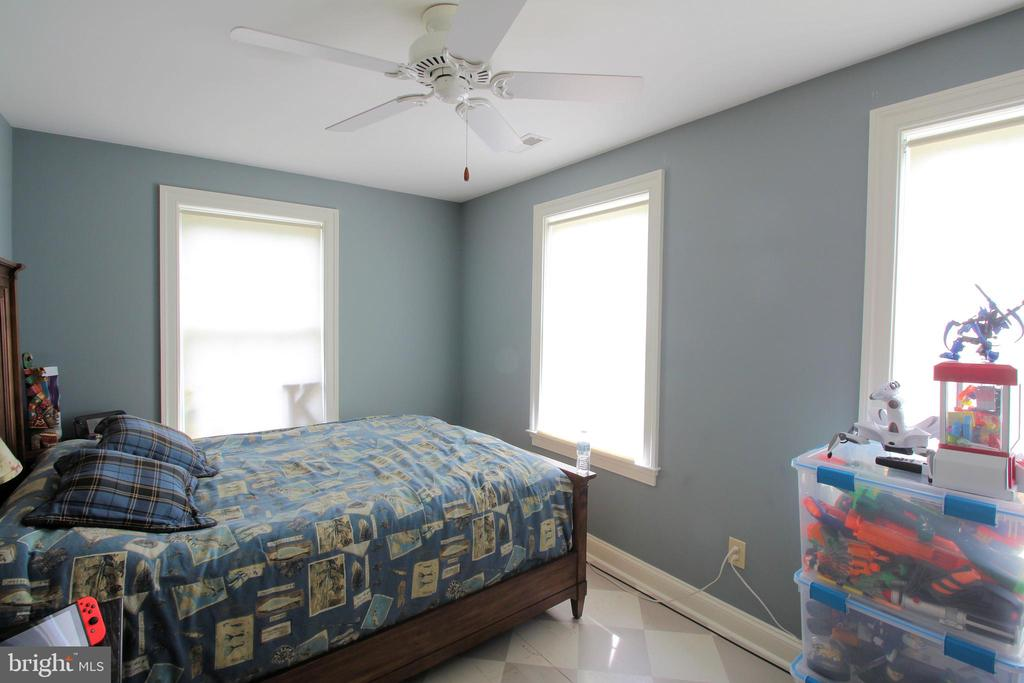 Upper-Level Bedroom 2 with Furnishing - 1208 SPOTSWOOD DR, LOCUST GROVE