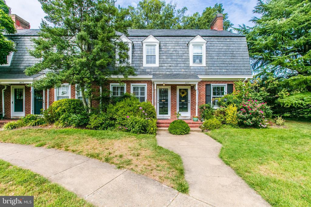 Lovely Curb Appeal - 3475 S WAKEFIELD ST S, ARLINGTON