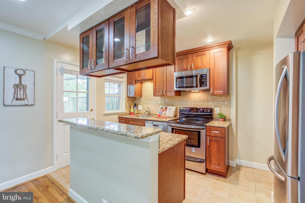 The Kitchen Configuration Everyone Wants! - 3475 S WAKEFIELD ST S, ARLINGTON