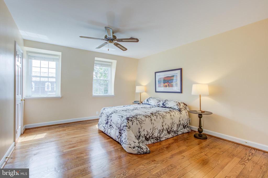 Large Master Bedroom - 3475 S WAKEFIELD ST S, ARLINGTON