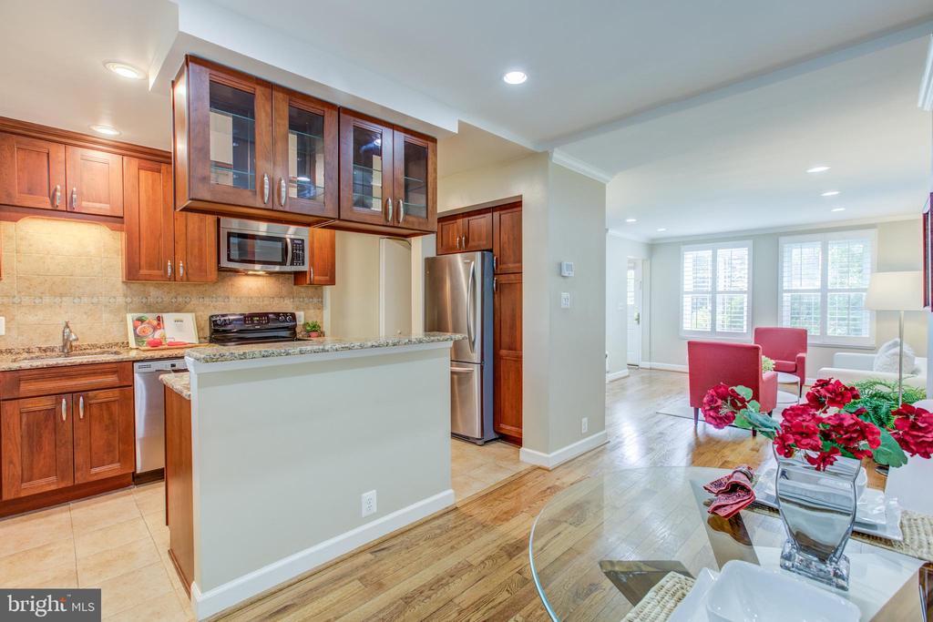 Luxury Open Floor-Plan - 3475 S WAKEFIELD ST S, ARLINGTON