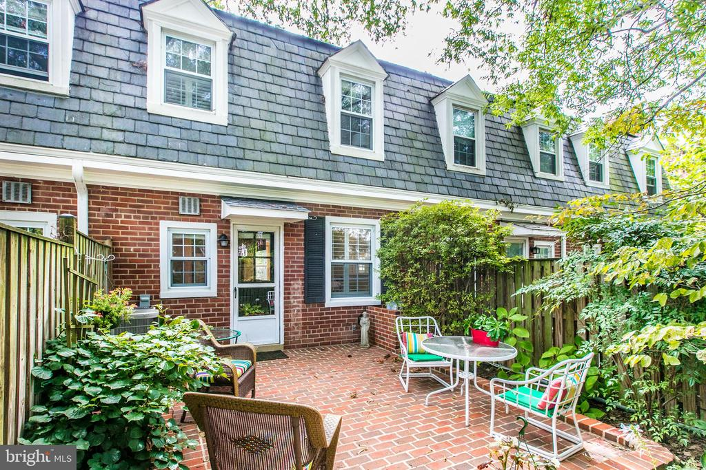 Phenomenal Patio Oasis Leading to Green Space! - 3475 S WAKEFIELD ST S, ARLINGTON