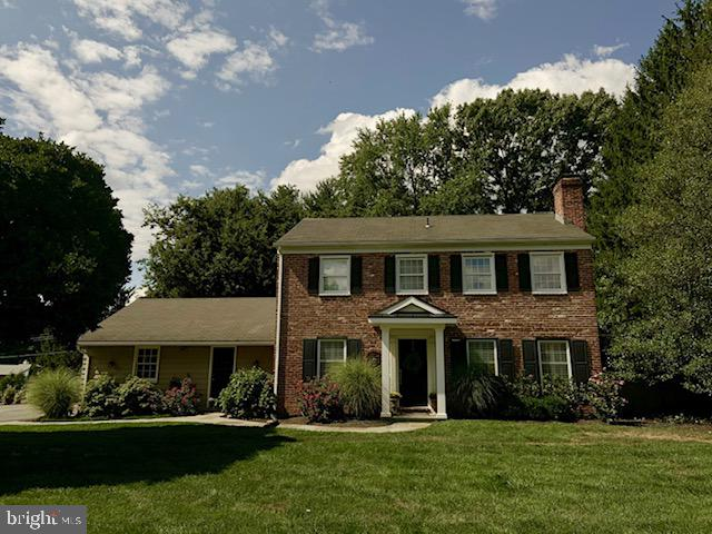 Photo of home for sale at 18 Clover Lane, Malvern PA
