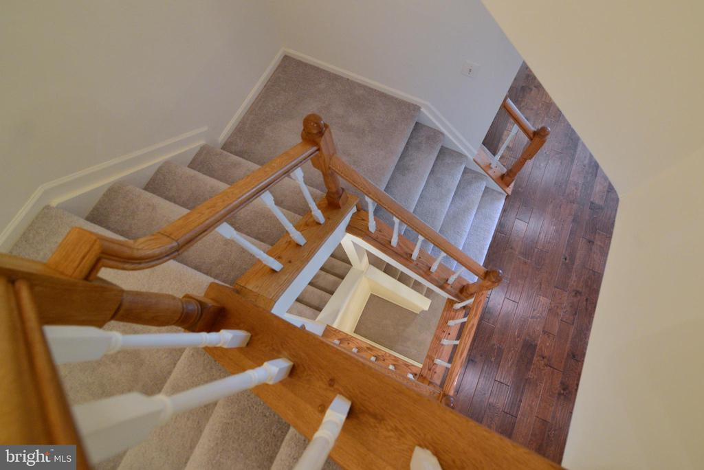 staircase view - 43854 LABURNUM SQ, ASHBURN