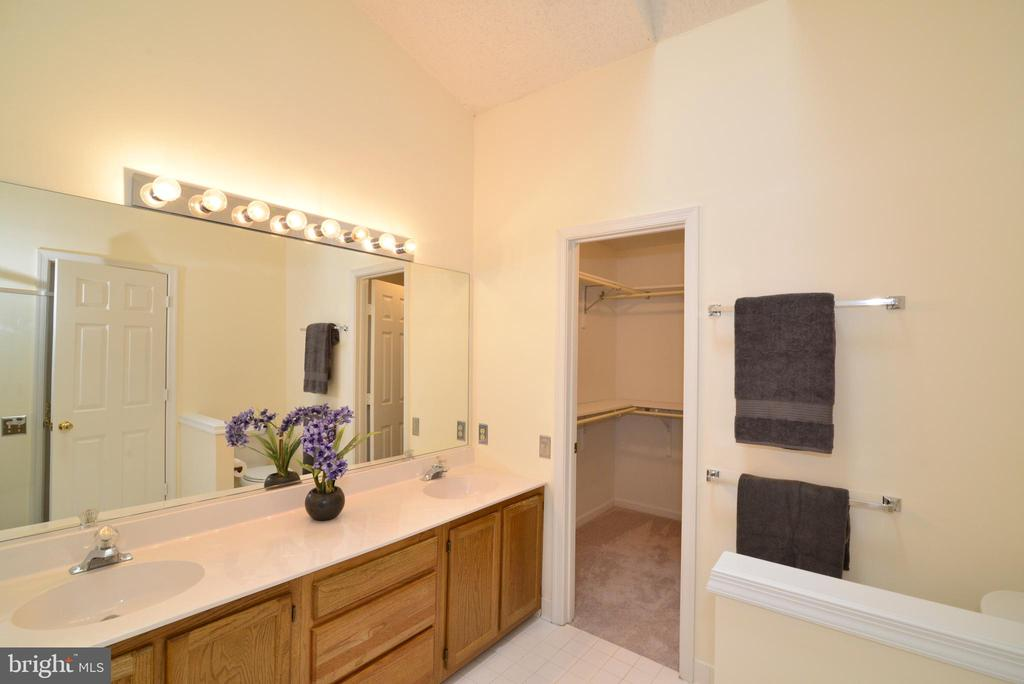 Master Bedroom double sinks - 43854 LABURNUM SQ, ASHBURN