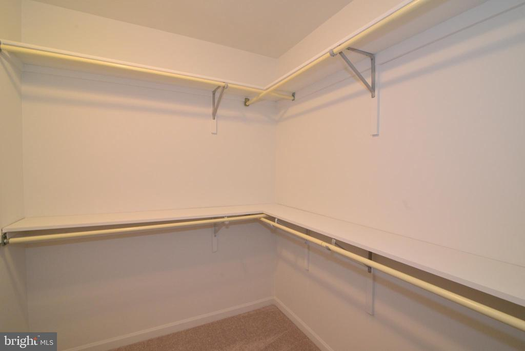 Huge Master Bedroom closet - 43854 LABURNUM SQ, ASHBURN