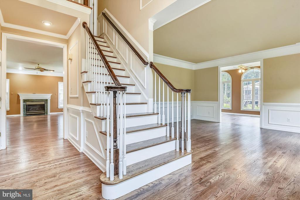 Foyer/Stairs - 6540 MANET CT, WOODBRIDGE