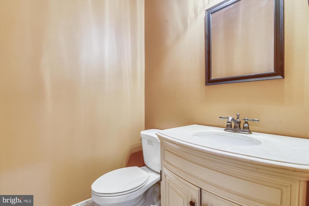 Main Floor Half Bath - 6540 MANET CT, WOODBRIDGE