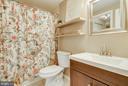 Upper level Full Bath - 18209 SMOKE HOUSE CT, GERMANTOWN