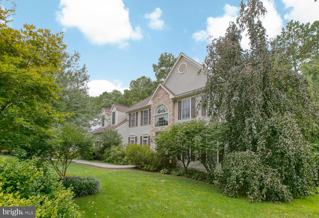 Beautiful landscape surrounds this home! - 32 MONUMENT DR, STAFFORD