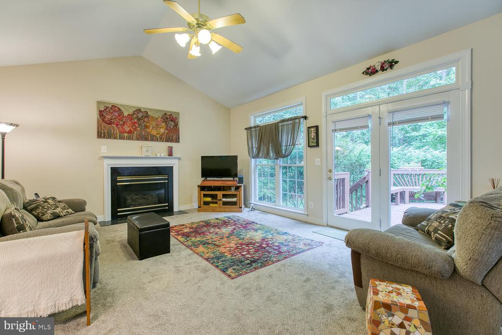 - 32 MONUMENT DR, STAFFORD