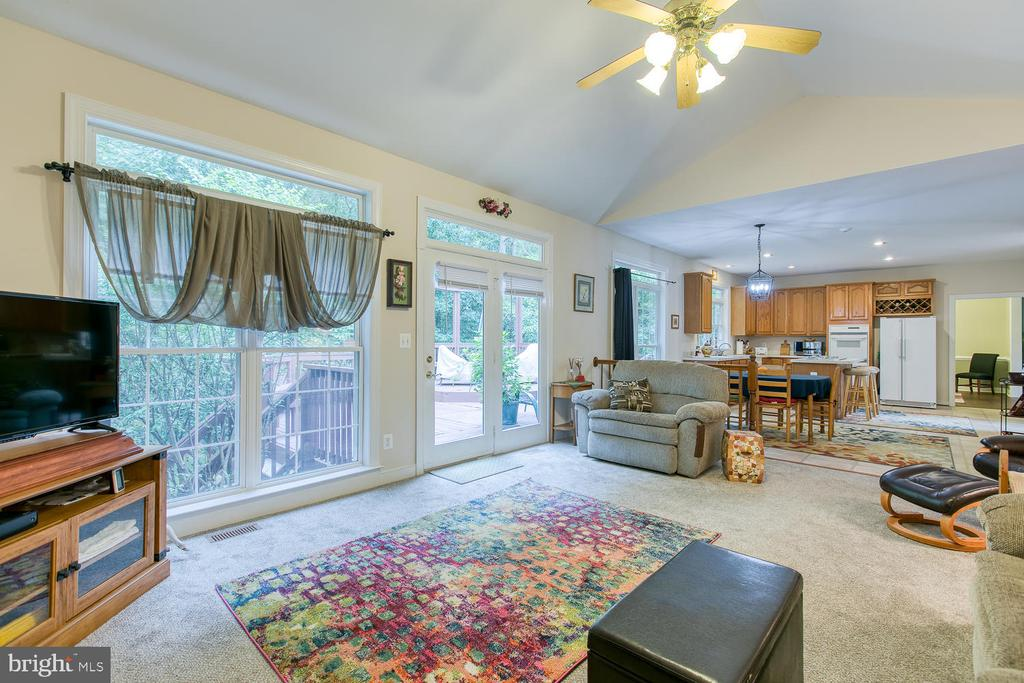 Spacious family room! - 32 MONUMENT DR, STAFFORD