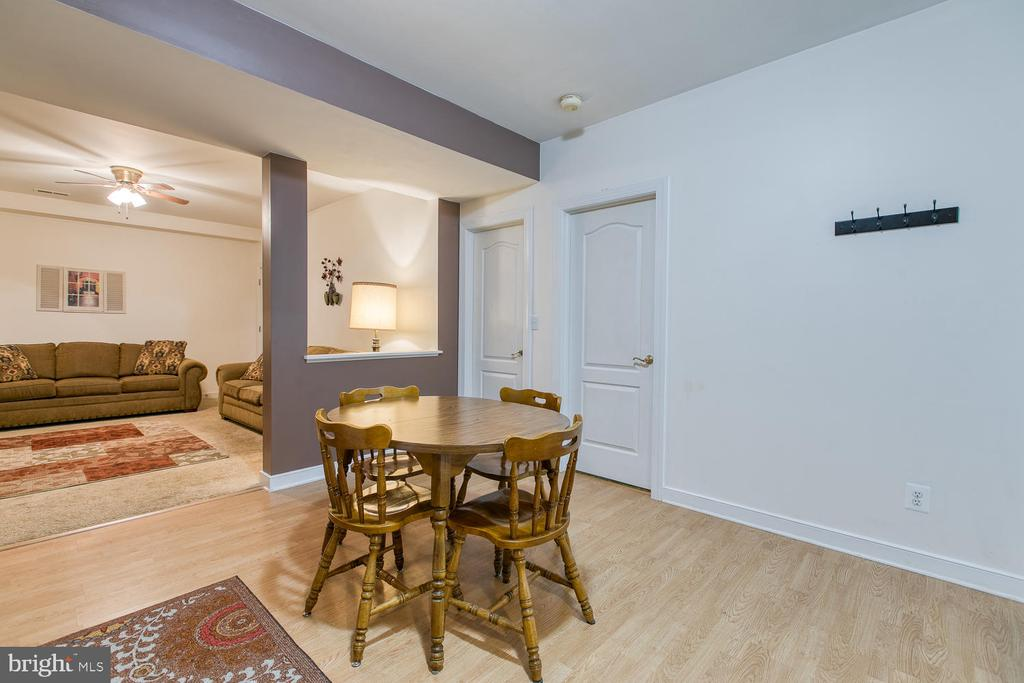 Basement in-law suite w/ full kitchen! - 32 MONUMENT DR, STAFFORD