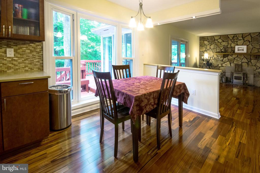 Large Eating Area with Bay WIndow - 4702 DUNCAN PL, DUMFRIES