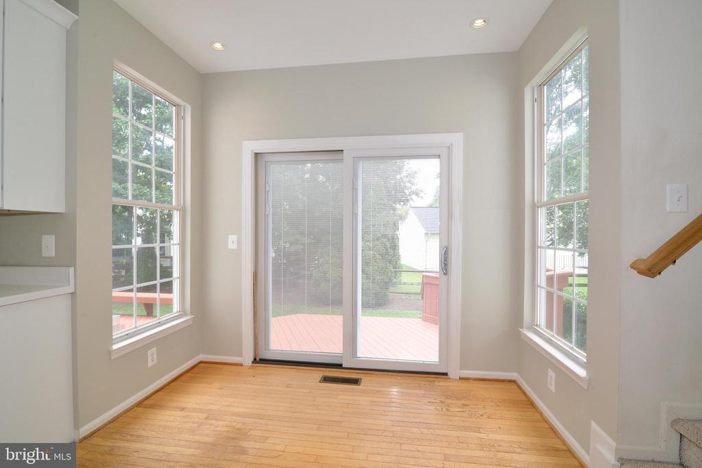 Sliding patio door w internal blinds - 43937 FELICITY PL, ASHBURN