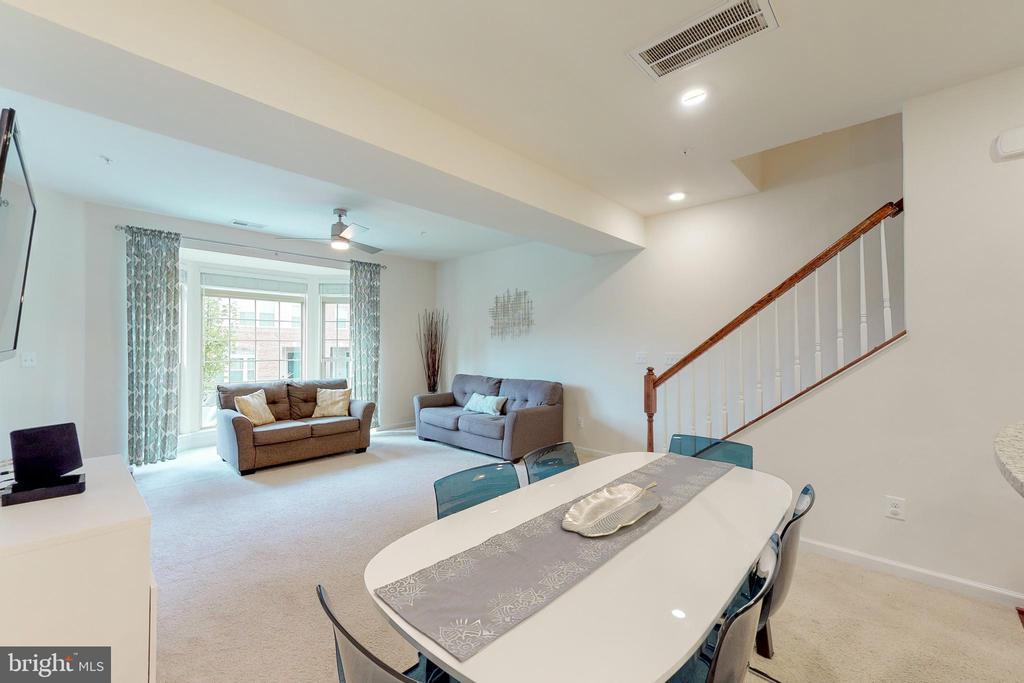 Open floorplan! - 42231 PIEBALD SQ, ALDIE