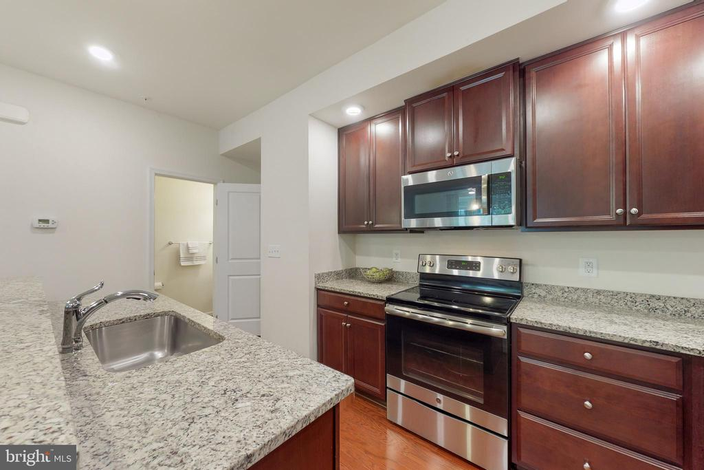 Kitchen - 42231 PIEBALD SQ, ALDIE