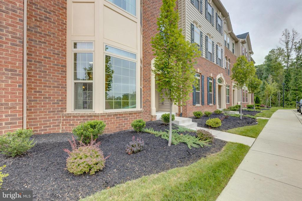 Brick front surrounded by trees - 42231 PIEBALD SQ, ALDIE