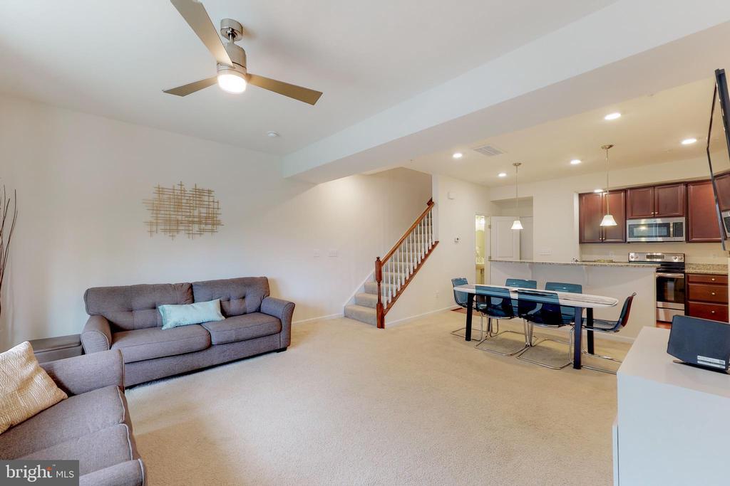 Modern open floorplan! - 42231 PIEBALD SQ, ALDIE