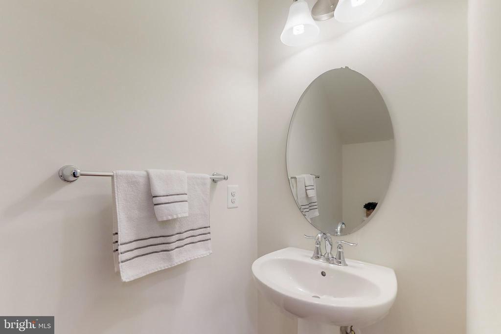 Powder bath - 42231 PIEBALD SQ, ALDIE