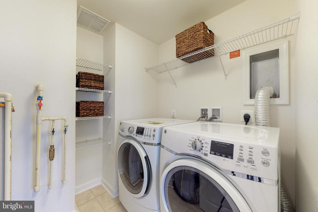 Laundry room on bedroom level (not a closet!) - 42231 PIEBALD SQ, ALDIE