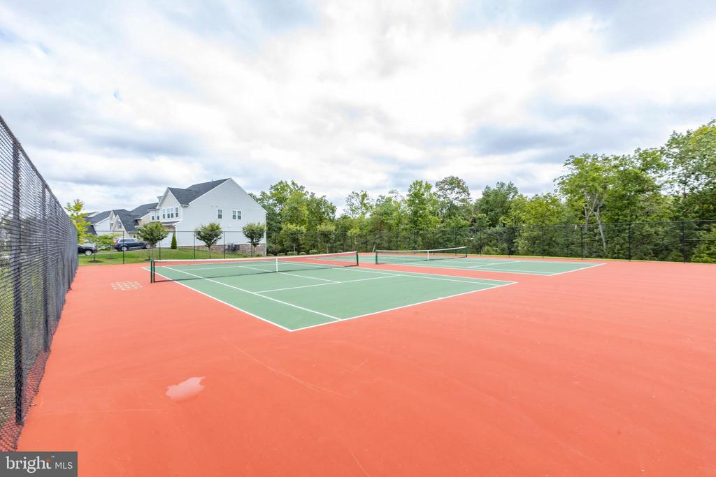 Recently refinished tennis courts - 42231 PIEBALD SQ, ALDIE