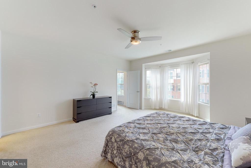 Master bedroom - bay window! - 42231 PIEBALD SQ, ALDIE