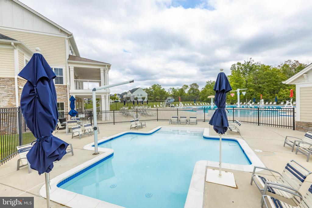 Baby pool - 42231 PIEBALD SQ, ALDIE