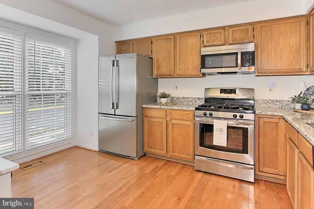 Kitchen with new granite countertops - 20946 TOBACCO SQ, ASHBURN