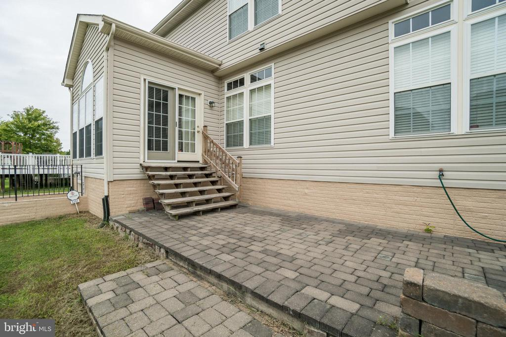 Relax on your paver patio - 9341 BIRCH CLIFF DR, FREDERICKSBURG