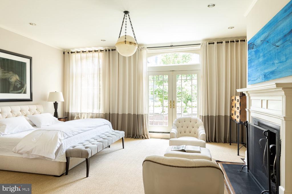 Master Bedroom Suite - 2015 HILLYER PL NW, WASHINGTON