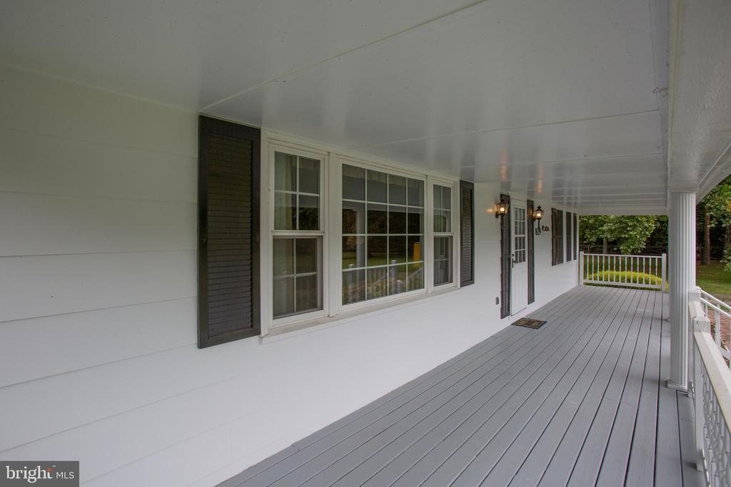 Large Front Porch - 819 LEELAND RD, FREDERICKSBURG