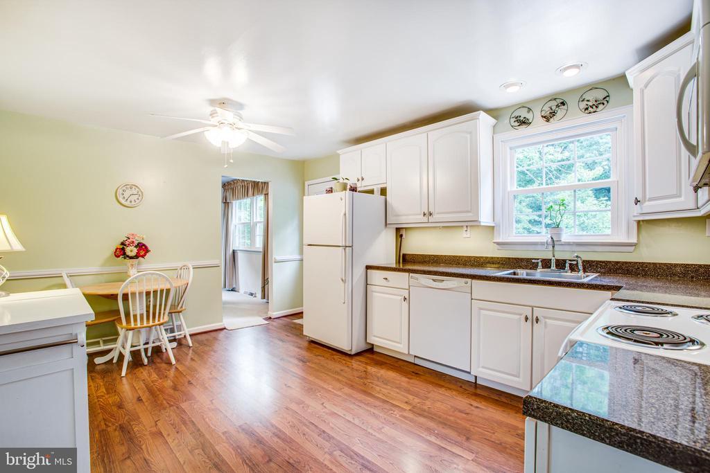 Kitchen - 819 LEELAND RD, FREDERICKSBURG
