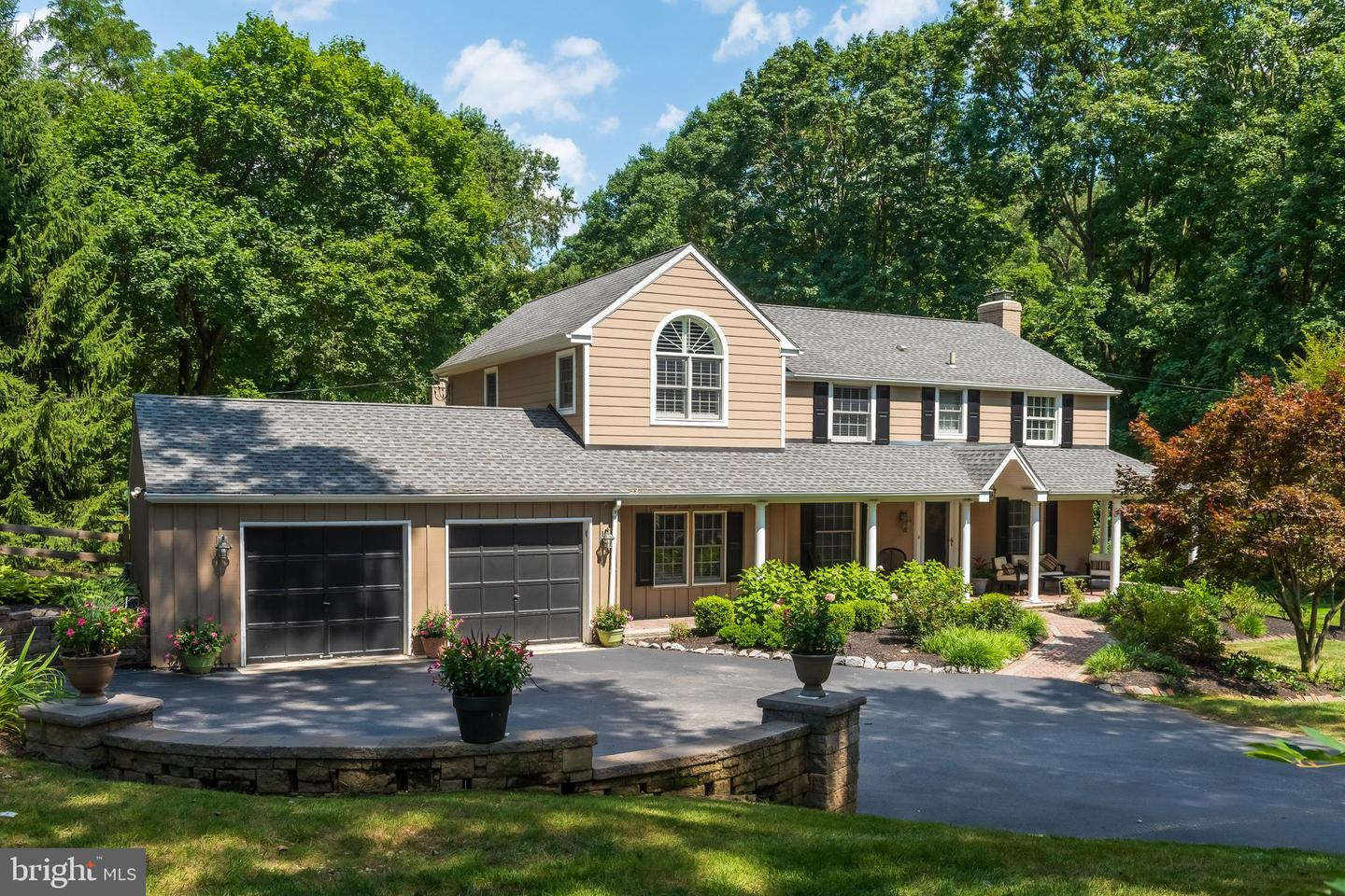 Photo of home for sale at 1 Harvey Lane, Malvern PA
