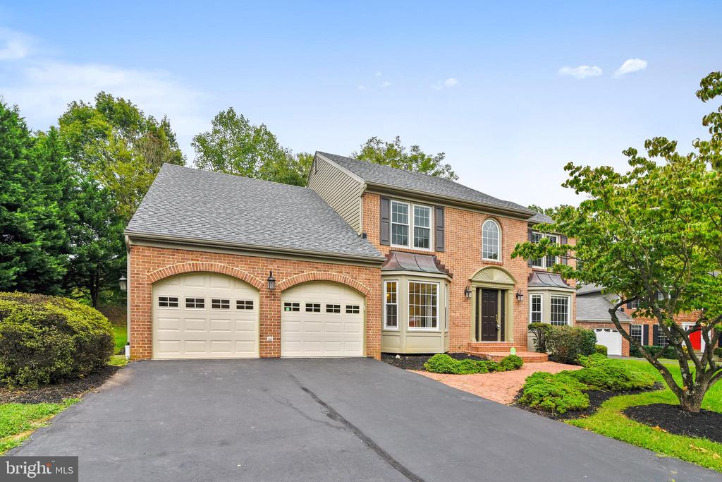 Almost new  architectural roof - 12001 SUGARLAND VALLEY DR, HERNDON