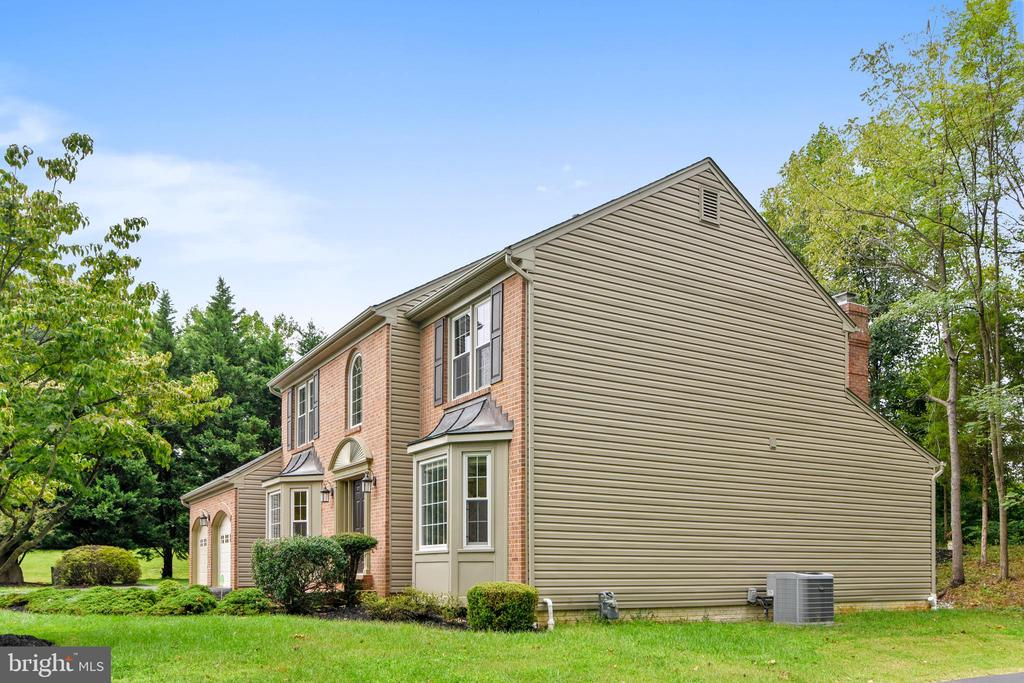 Newer siding is insulated - 12001 SUGARLAND VALLEY DR, HERNDON