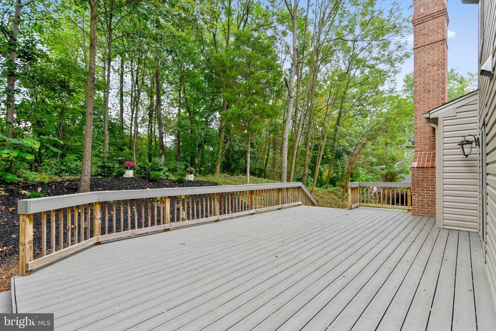 Deck across the back of the home - 12001 SUGARLAND VALLEY DR, HERNDON