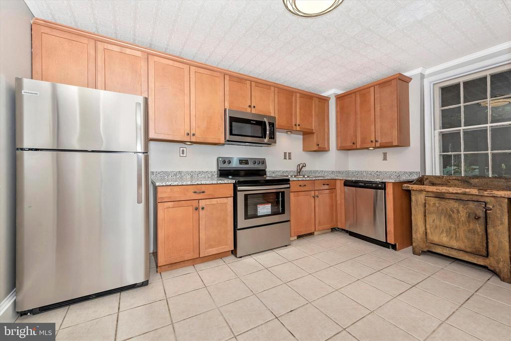 New Stainless Steel Appliances Recently Installed - 101 S BENTZ ST, FREDERICK