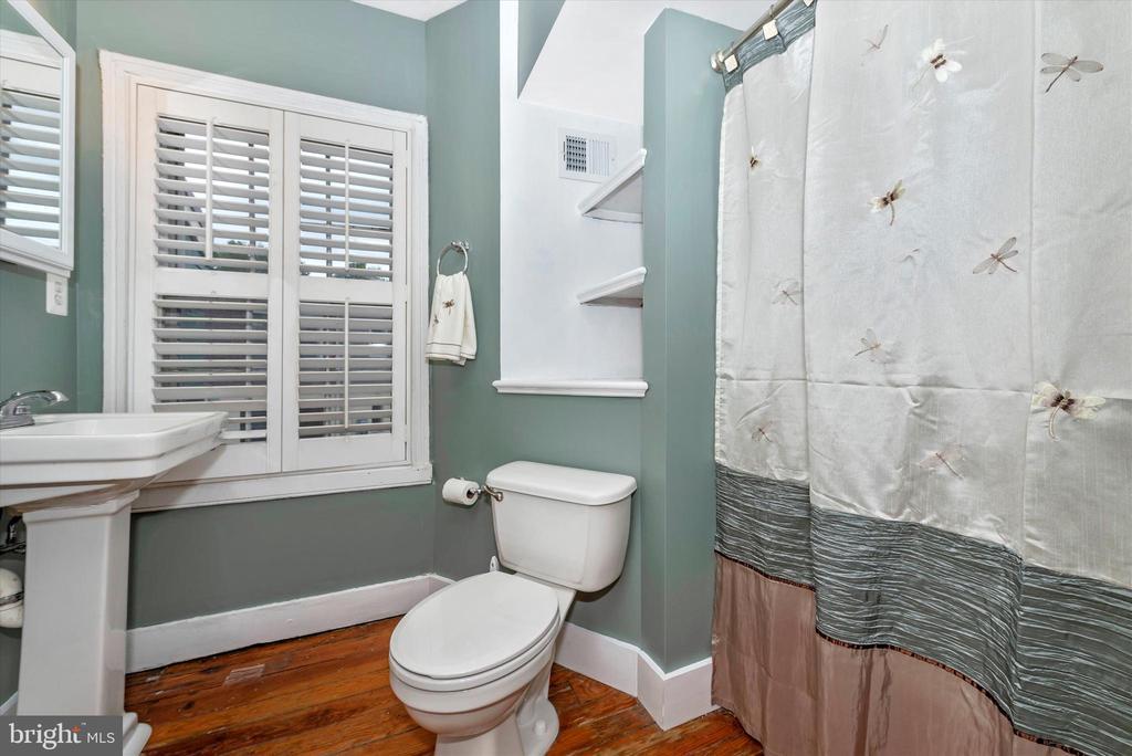 Second Floor Full Bath - 101 S BENTZ ST, FREDERICK
