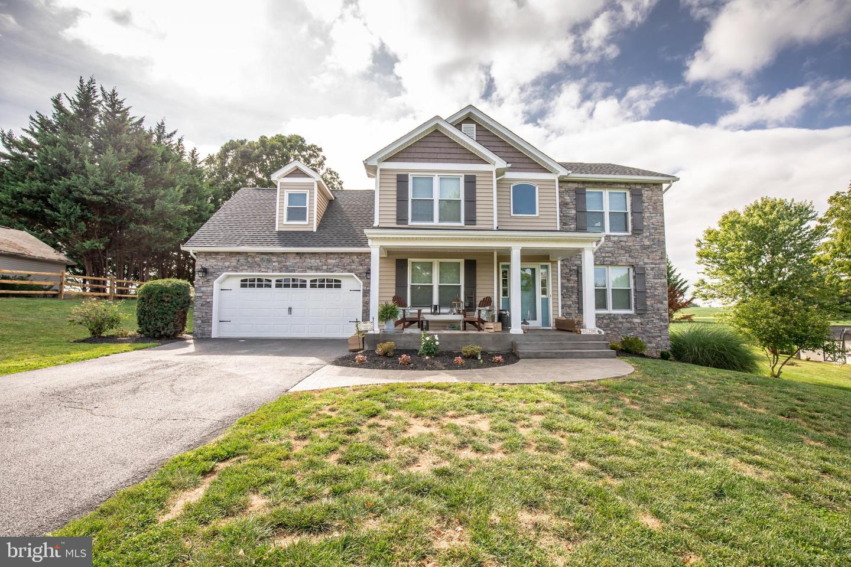 Single Family Homes para Venda às Summit Point, West Virginia 25446 Estados Unidos