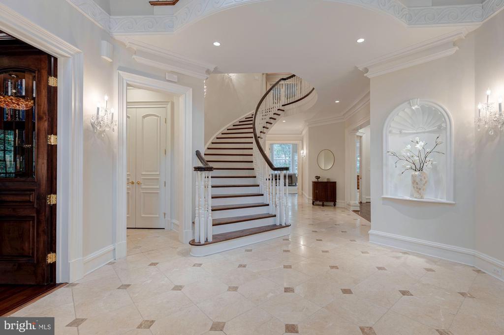 Foyer - 916 MACKALL AVE, MCLEAN