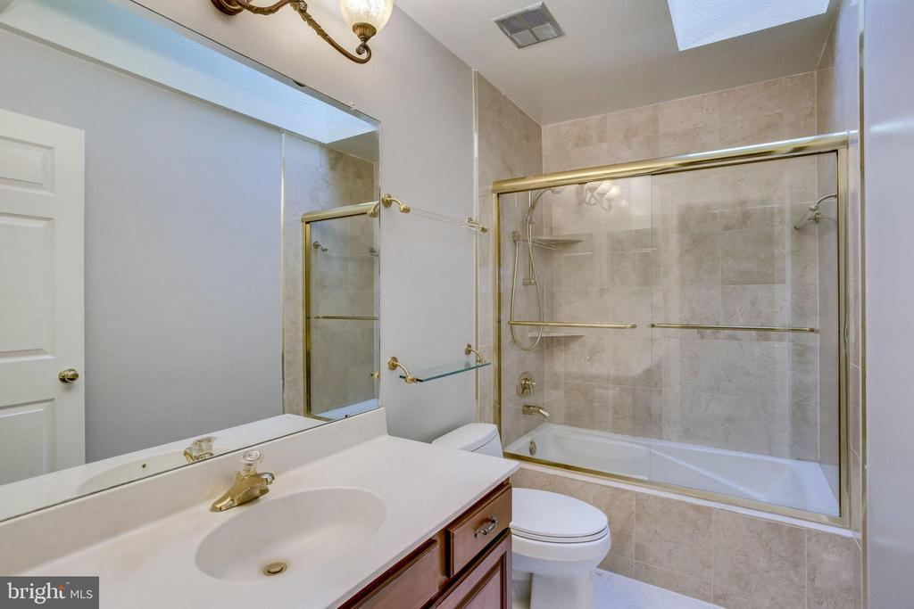 Hallway bathroom - 13804 FOGGY HILLS CT, CLIFTON